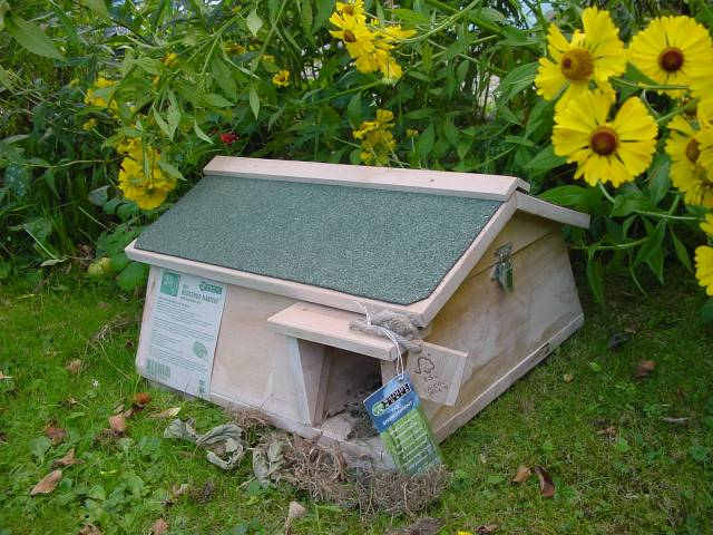 HEDGEHOG/MAMMAL HABITAT WITH INSPECTION ROOF AND INTEGRAL TUNNEL